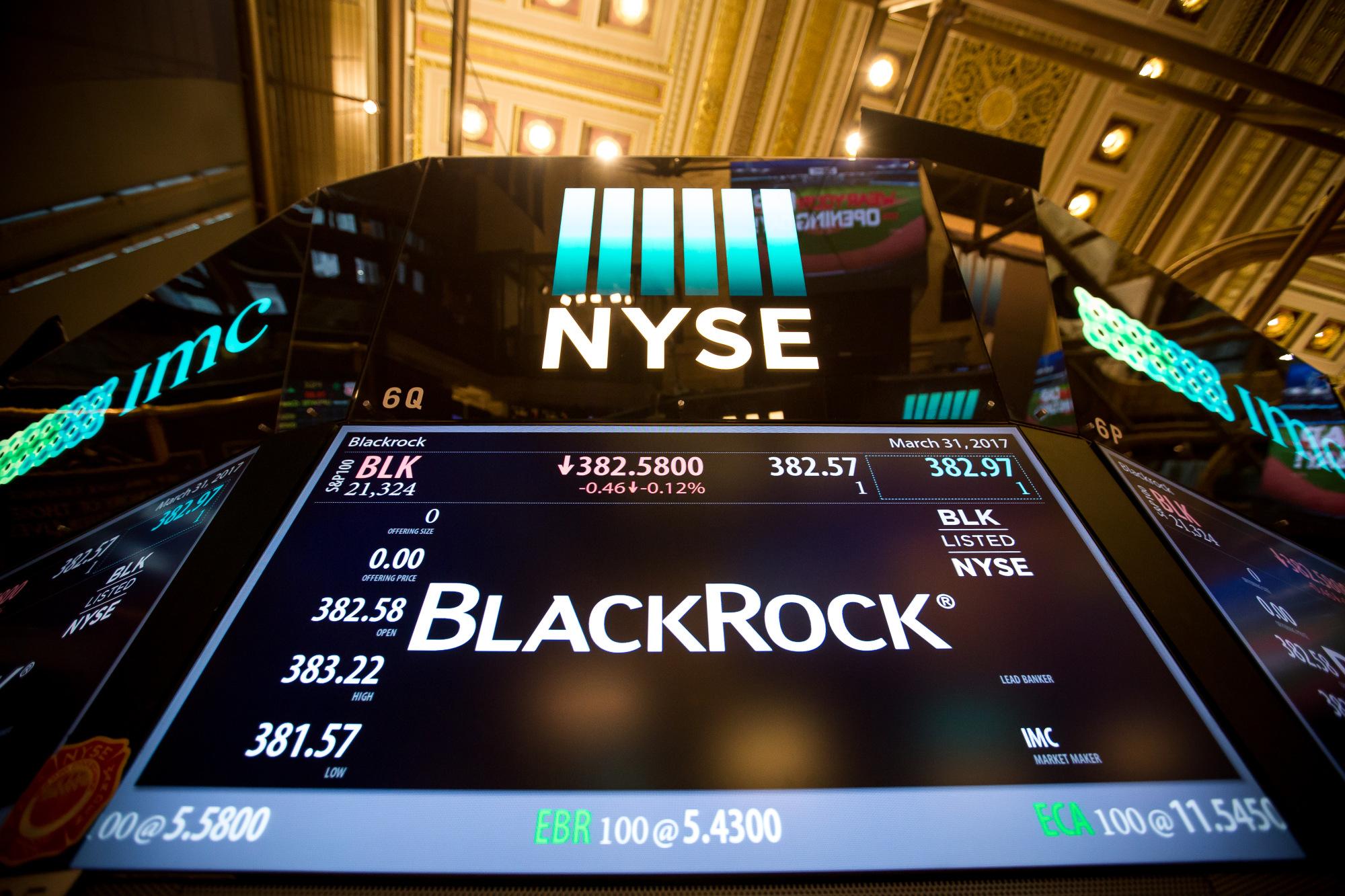BlackRock, Wells Fargo said to push ESG funds in 401(k)s
