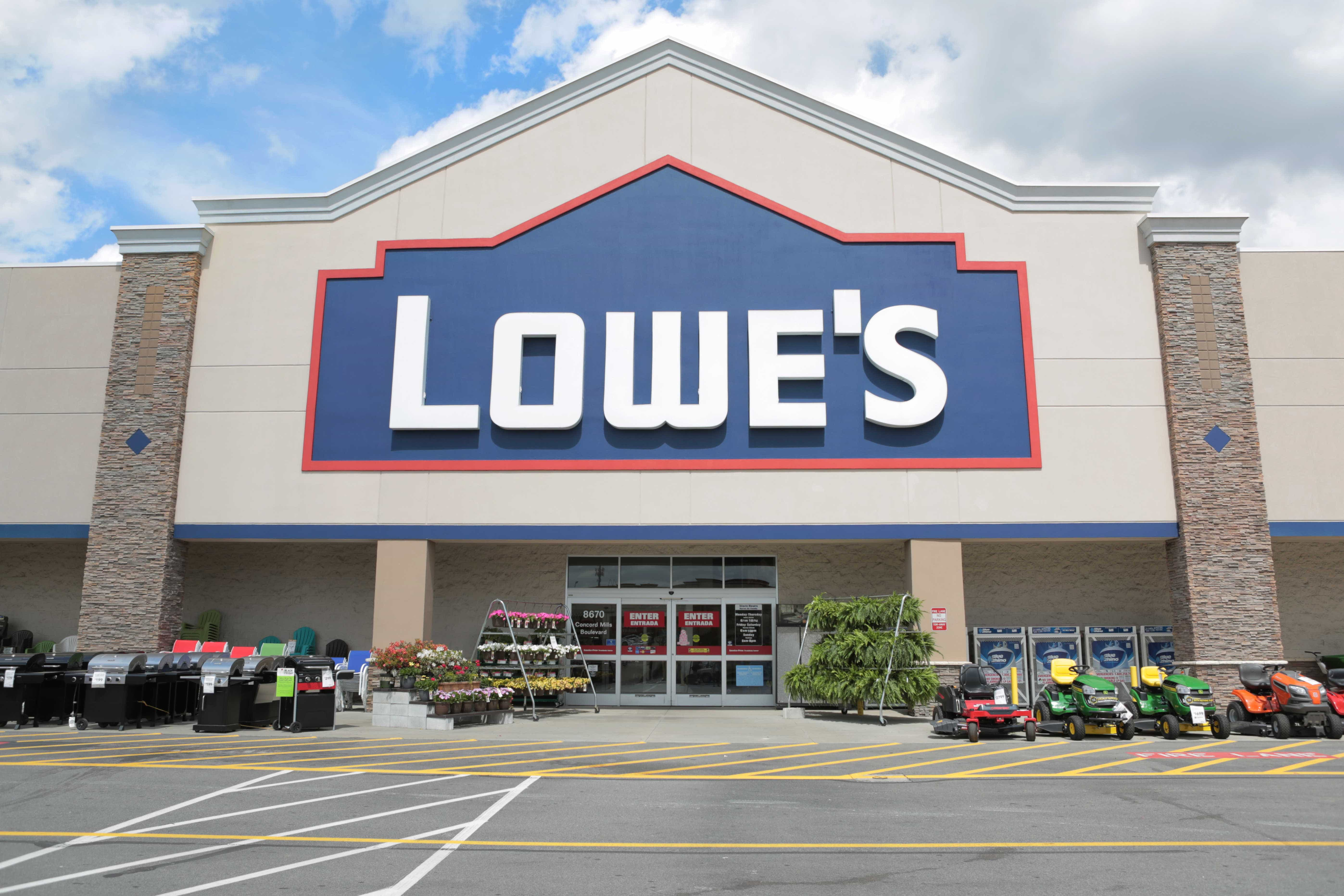 Lowes Employee Benefits >> Lowe S Expands Family Benefits Hands Out Employee Bonuses