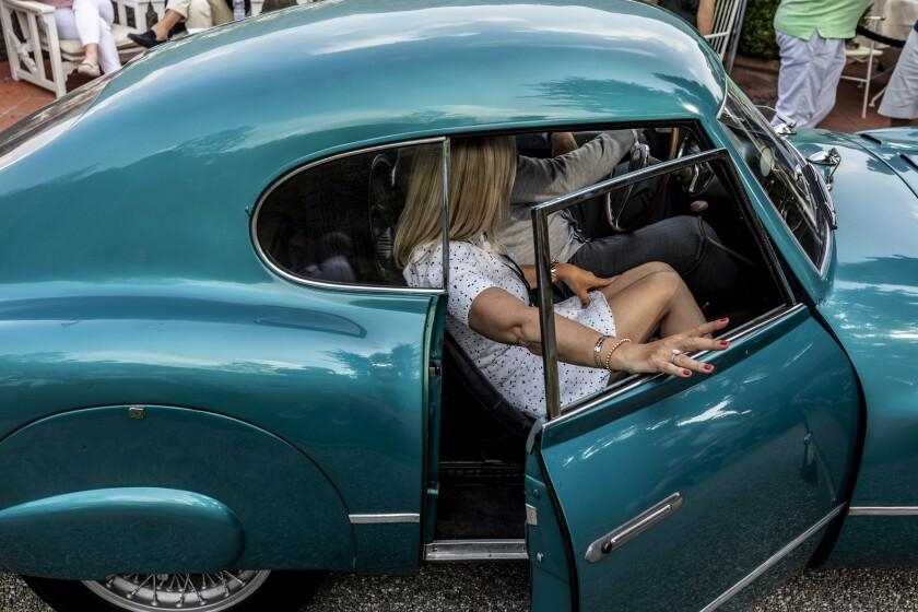 di-classic-car-122718.jpg