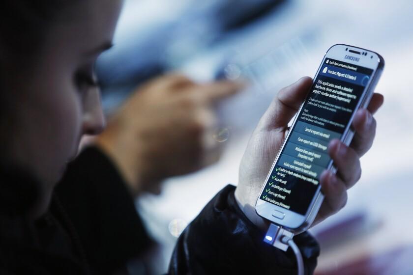 Phone.EyeStraing.Bloomberg.jpg