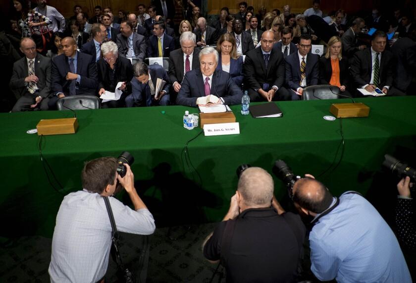John_Stumpf_hearing_Bloomberg_News.jpg
