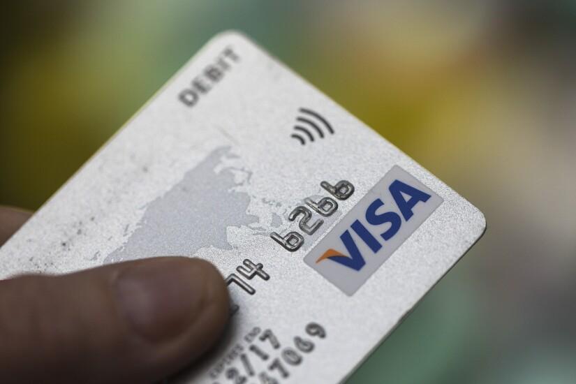 Credit card.bloomberg.jpg