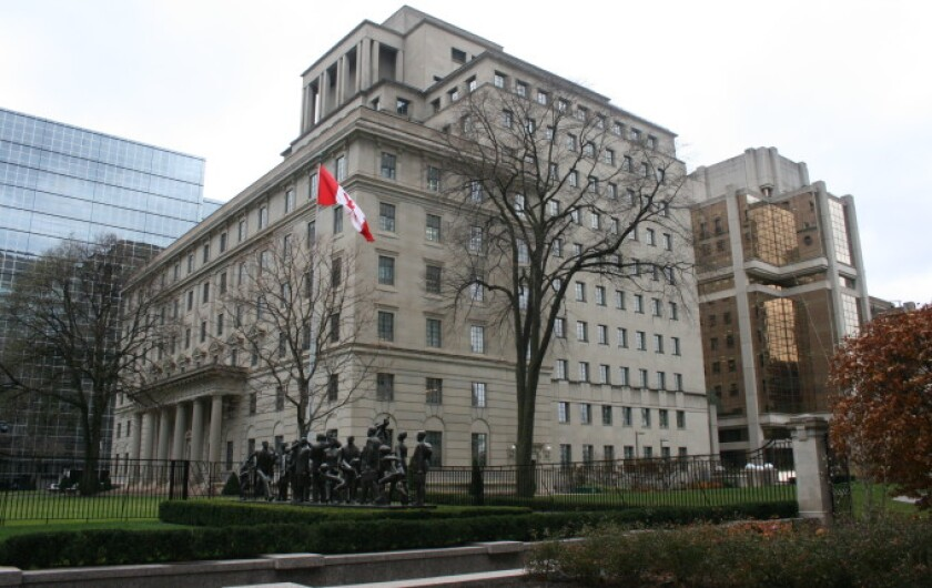 Manulife headquarters in Toronto.jpg