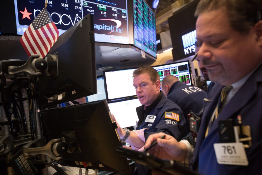 Traders_looking_worried_Bloomberg