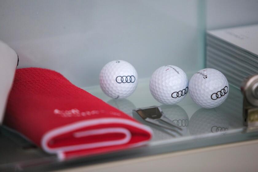 Gifting-golf-balls-Bloomberg-iag-2016