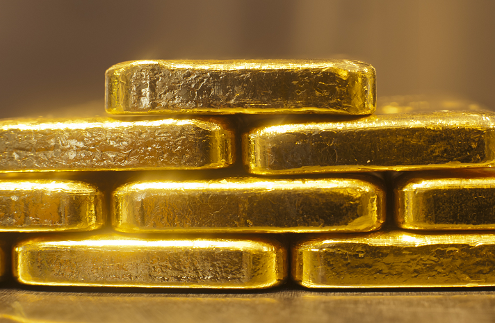 1 kilogram of gold bars stacked