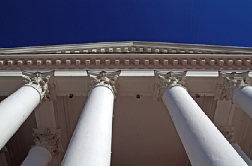 court-pillar-fotolia.jpg