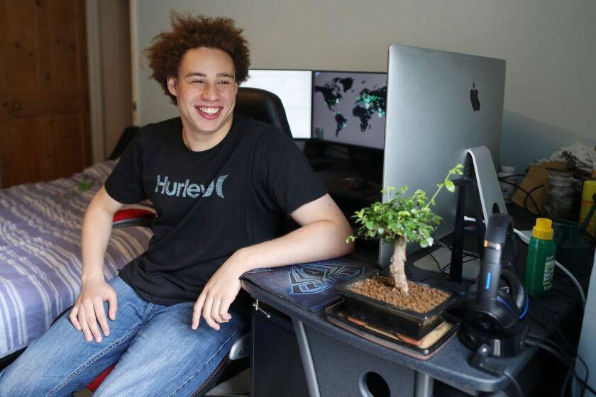 hacker bloomberg.jpg